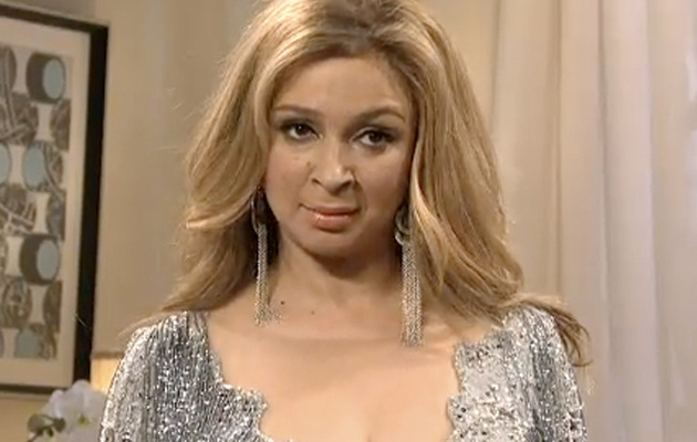 "Maya Rudolph Does Beyonce, Not Whitney Houston on ""SNL"""
