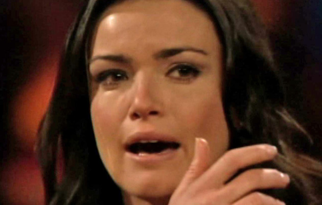 """Bachelor"" Finalist Courtney Robertson Breaks Down on Reunion Special"