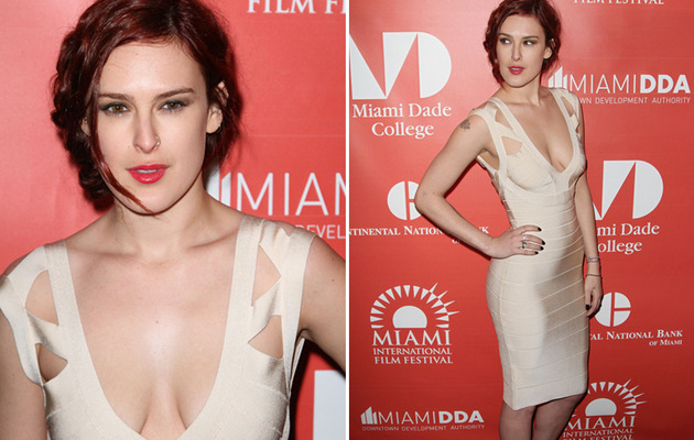 Rumer Willis Makes Sexy Red Carpet Appearance