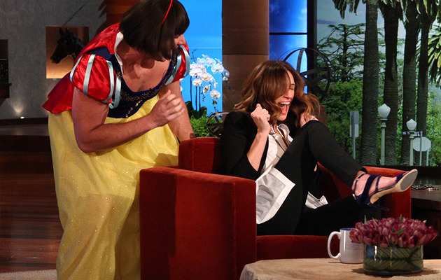 Video: Ellen DeGeneres Scares Julia Roberts ... Twice!
