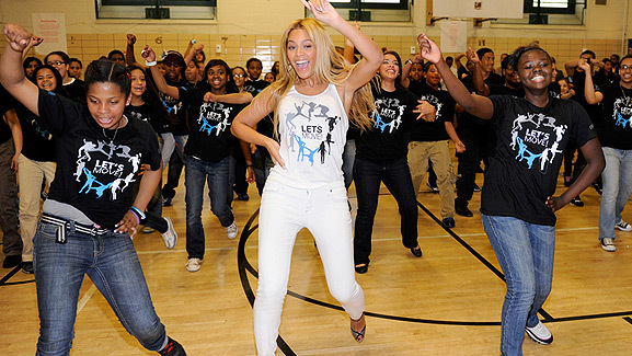 Beyonce Surprises Harlem School Flash Mob!