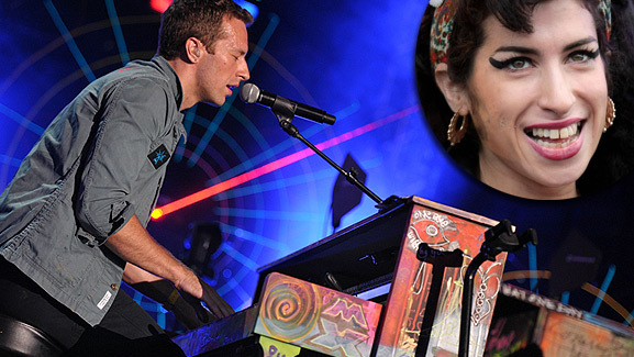 Coldplay Does Amy Winehouse Tribute During Concert