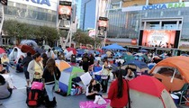 Fans Pitch a Tent for 'Twilight: Eclipse' Premiere
