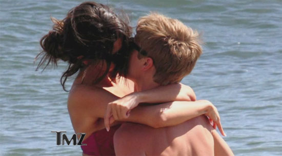 What Day Did Justin Bieber And Selena Gomez Start Hookup