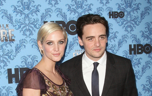 Ashlee Simpson Hits Red Carpet with New Man