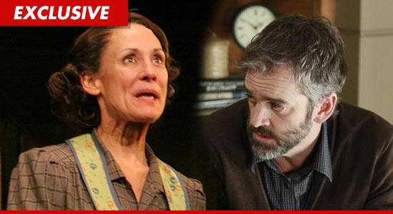 """Roseanne"" Star Laurie Metcalf Served with Divorce Papers ..."