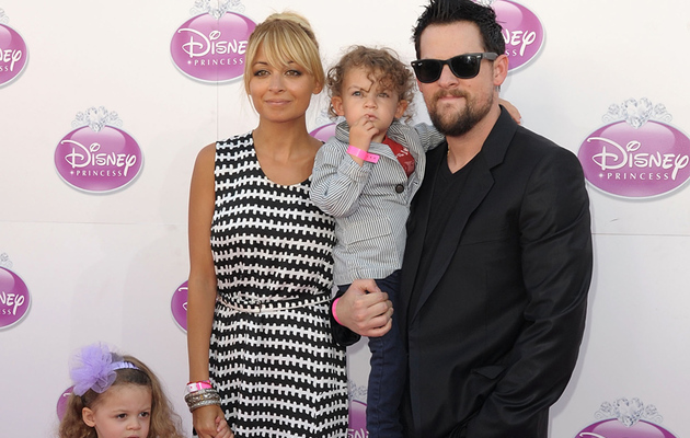 Nicole Richie and Joel Madden Bring Harlow and Sparrow to the UK to Meet…