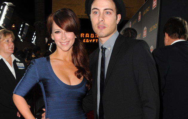 Jennifer Love Hewitt Flaunts Hot Bod, Hot New Boyfriend!
