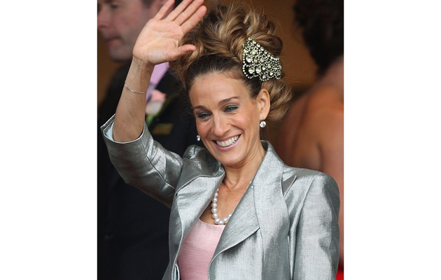 Sarah Jessica Parker Has a Hair-Raising Experience at the Races