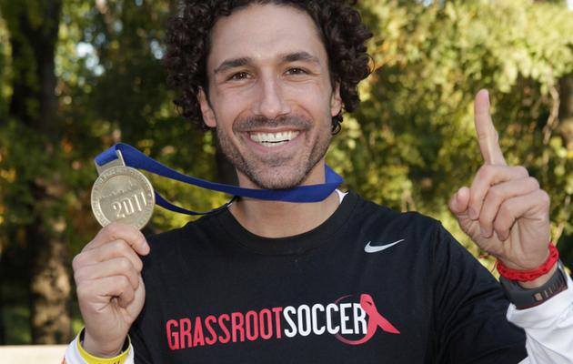 """Survivor"" Ethan Zohn Runs NYC Marathon to Crush Cancer"