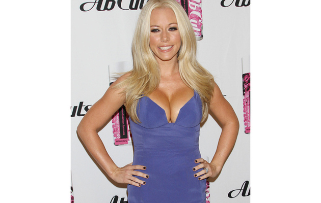 Whoa! Kendra Wilkinson Flaunts Crazy Cleavage
