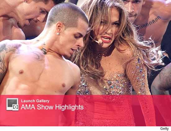 Casper Smart and Jennifer Lopez on stage