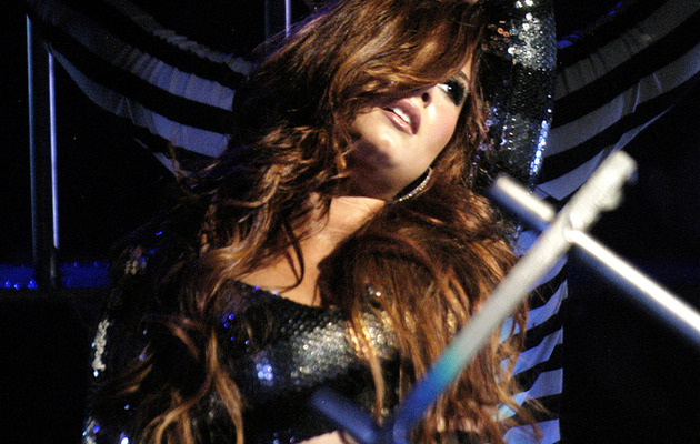 Video: Demi Lovato Pulls Her Own Hair Out!