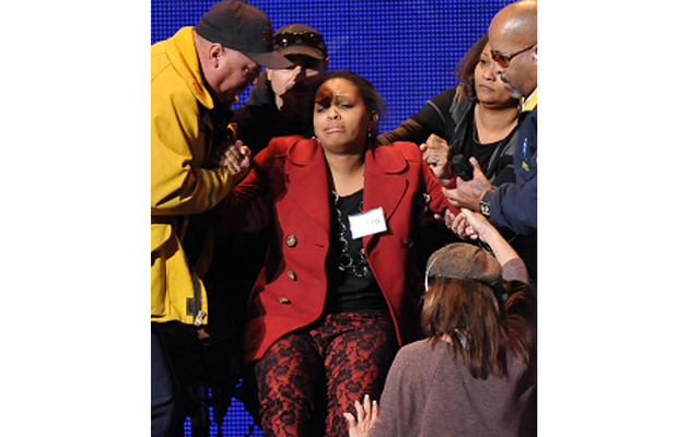 """American Idol"" Contestant Falls Off the Stage!"