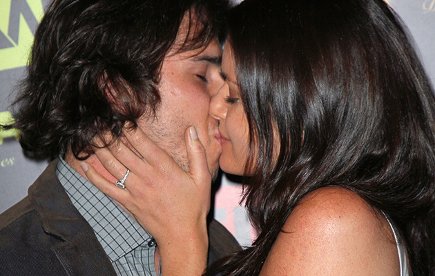 """""""Bachelor"""" Ben & Courtney Kiss on the Red Carpet"""