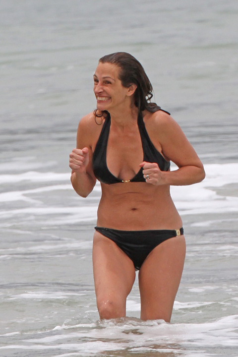 Julia Roberts Bikini Photos