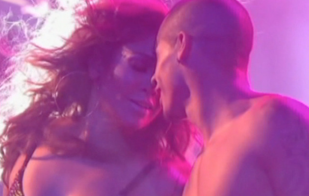 "Casper Smart Dances with Jennifer Lopez on ""Idol"""