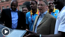 Bill Gates -- iPad Photo Ops ... No Problem!!