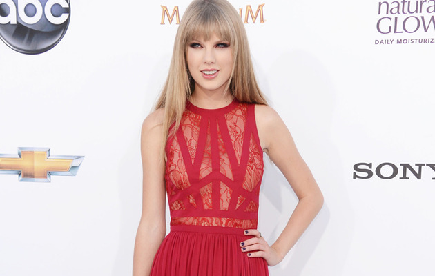 CMA Noms: Taylor Swift Up for Third Entertainer of the Year Award