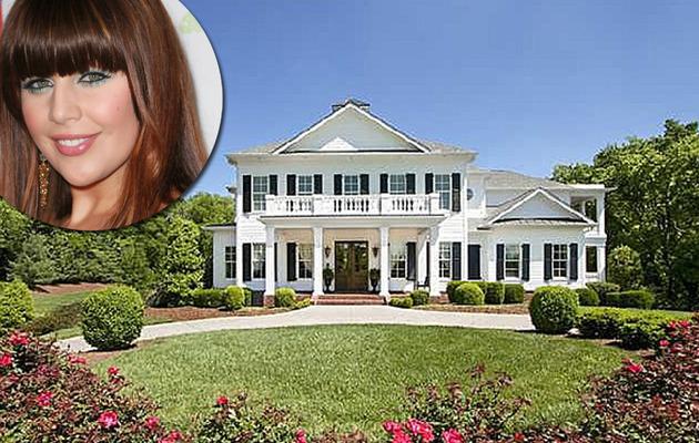 Hillary Scott Buys Super Nice Nashville Nest!