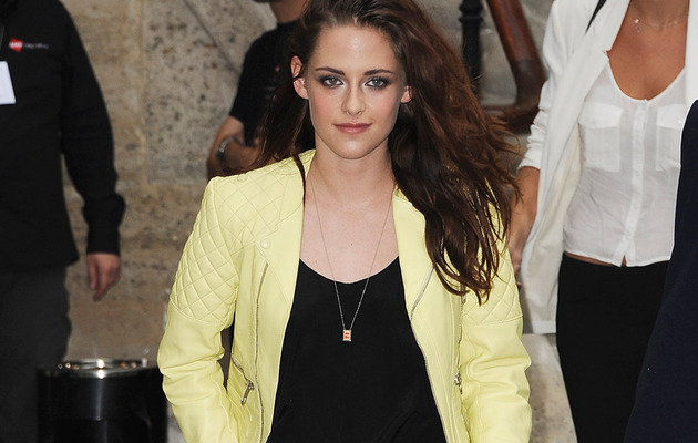 Kristen Stewart All Smiles At Paris Fashion Week