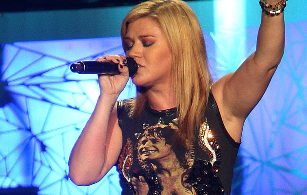 Kelly Clarkson Drops New Country Single!