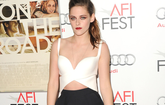 Kristen Stewart Bares Midriff On the Red Carpet