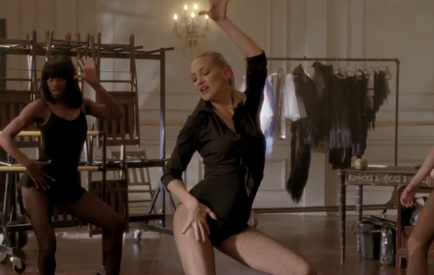 "Kate Hudson Shows Off Sexy Moves, Body On ""Glee"""