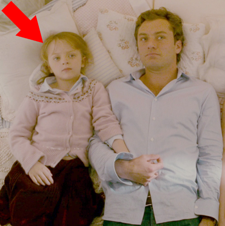 """Miffy Englefield played the older adorable daughter of Jude Law in the film """"The Holiday."""""""