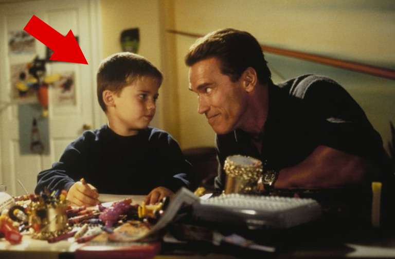 """Jake Lloyd is well known for playing Anakin Skywalker in Star Wars - Episode 1 but his first major film was """"Jingle All the Way"""" as Arnold Schwarzenegger's son!"""