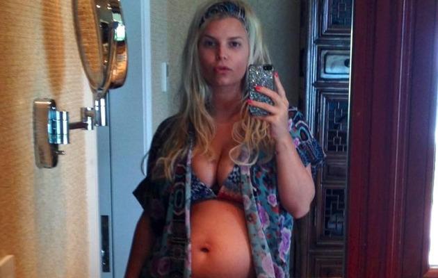 Jessica Simpson Bares Baby Bump In a Bikini!