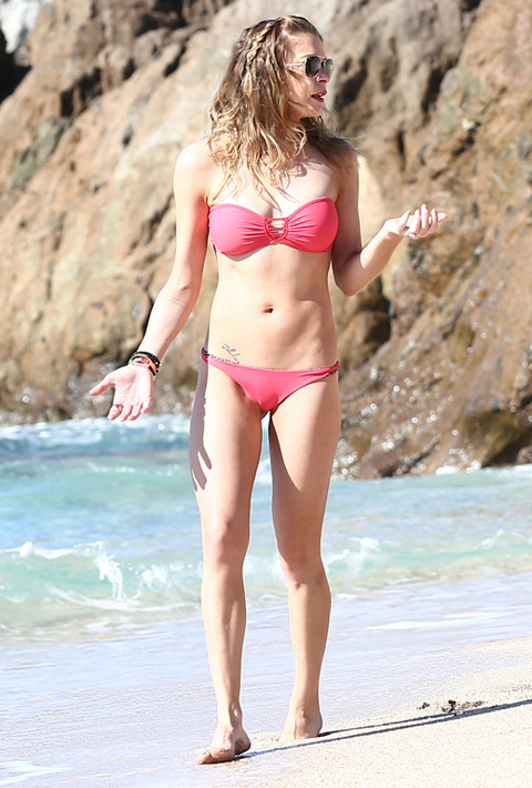 <span>A rehabbed </span><strong>LeAnn Rimes</strong><span><span> got a fresh start to the new year ... by, once again, frolicking on the beach in a skimpy </span></span>Acacia <span>bikini for photographers in Mexico.</span>