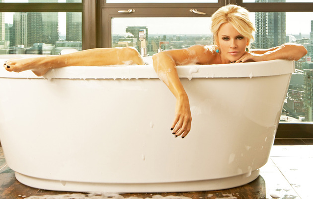 Jenny McCarthy Gets Naked, Shows Off Her Chicago Pad!