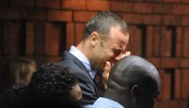 Oscar Pistorius Breaks Down Crying in Court