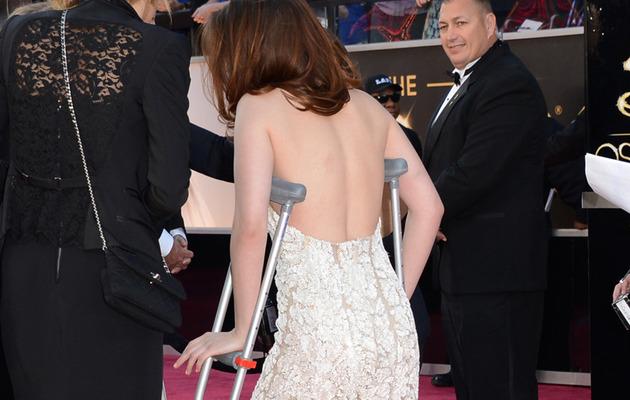 Kristen Stewart On Crutches as the Academy Awards