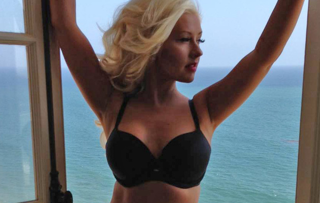 Christina Aguilera Flaunts Major Weight Loss In Bra