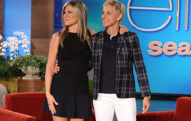"Jennifer Aniston Reunites with ""Friends"" Co-Stars on Ellen"
