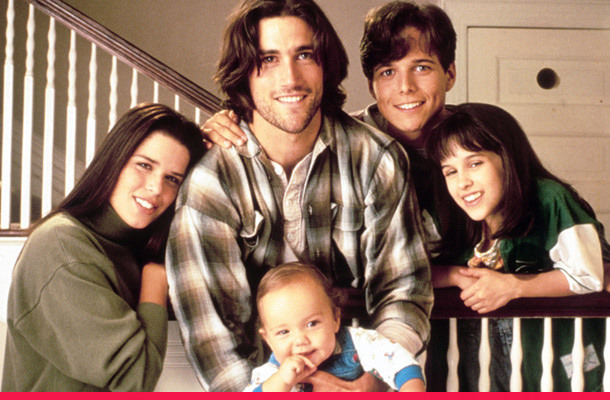 """Party of Five"" Cast on ""Horrifying"" Set Moment & Hewitt's Pregnancy"