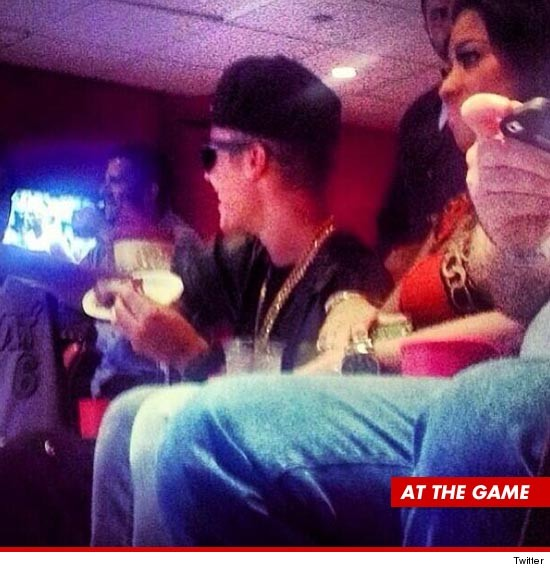 Justin Bieber -- Takes Mystery Girl to NBA Finals ...
