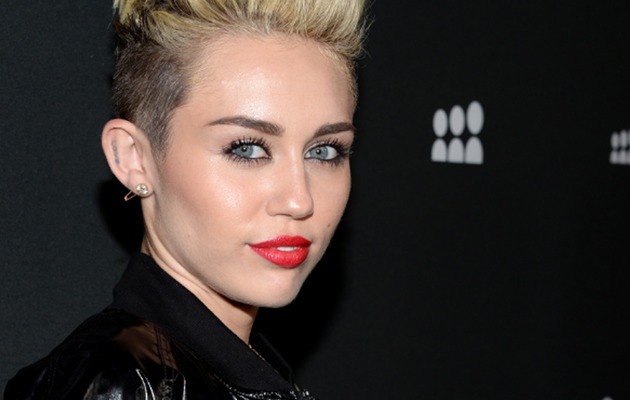 "Miley Cyrus Performs ""We Can't Stop"" in Crazy Outfit, Talks Liam Hemsworth on ""GMA""!"
