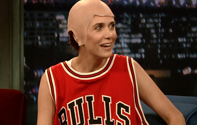"Kristen Wiig Dresses Up as Michael Jordan on ""Jimmy Fallon"""