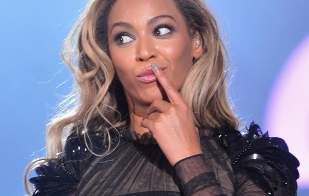 Video: Beyonce's Hair Gets Stuck In a Fan During Concert!