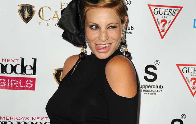 """Top Model"" Winner Lisa D'Amato Flaunts Baby Bump, Talks Names!"