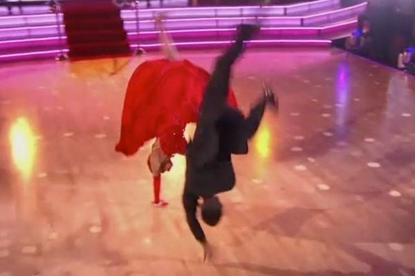 "Wow! Snooki Does One-Handed Cartweel on ""Dancing with the Stars"""