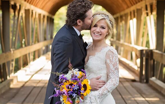 Kelly Clarkson Is Married -- See Her Wedding Dress!