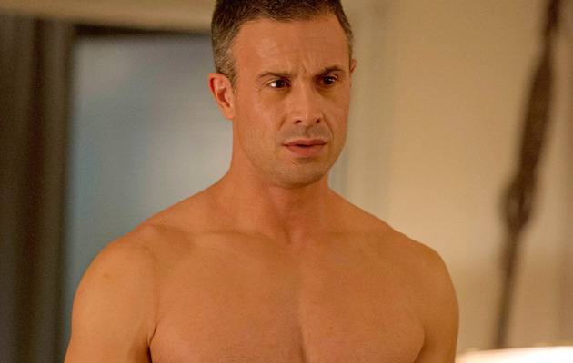 Video: Freddie Prinze Jr. Strips -- See His 6-Pack!