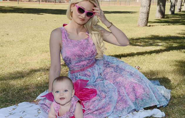 Holly Madison & Rainbow: Matching Dresses for Family Picnic!