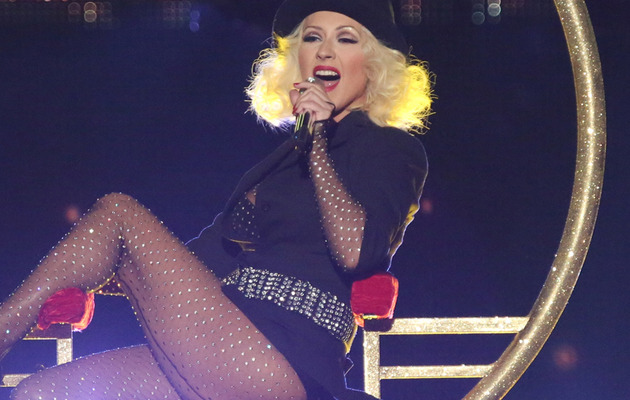 "Christina Aguilera Shows Off Slim Waist & Hot Legs on ""The Voice"""