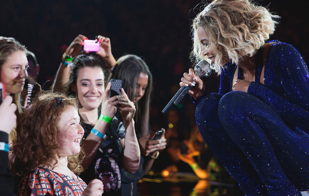 Watch Beyonce Sing A Duet With A Blind Fan!