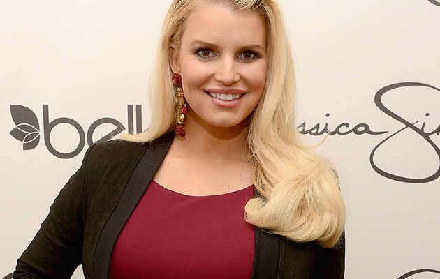 Jessica Simpson Teases HOT Swimsuit Body!